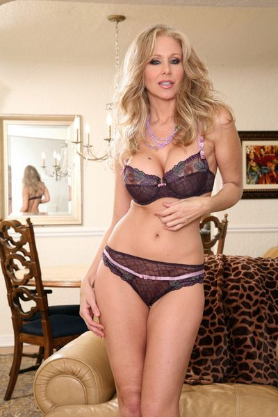 Julia Ann tube